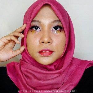 #MakeupLookbyTami yang temanya Glitter Power. Ikutan kolaborasi makeup bareng @kbbvindo 🥰.Glitter yang aku gunakan:✨ @focallurebeauty Luxury Electric Glow Glitter ('Champagne' untuk bagian kelopak mata dan 'Neon' untuk bagian bibir)✨ @altheakorea Spotlight Eye Glitter - Pink Light✨ Glitter Powder - Yellow (unbrand).#kbbvmakeupcollab #glittermakeup #glittermakeuplook #clozetteid