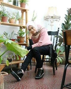 Only use your time on the things that makes you smile...#ootd#gadzoticastyle  #streetstyle #edgyfashion #edgystyle #fashion  #ootdindonesia #hijaberindo #hijabersurabaya #candid #photography #positivevibes #hijabootd #hijabootdindo #hijabootdindonesia #hijabstyle #hijabstyleindonesia #훈녀 #훈넘#옷스타그램#패션 #데일리룩  #hijabinfluencer #bblogger #bbloggerid  #beautybloggerid #influencer #beautyinfluencer #photography #clozetter #clozetteid