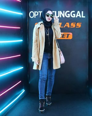 Classy with sunglasses 🕶.Attending the launching of @bape_eyewear x @sunglassplanet @optiktunggal at Tunjungan Plaza 6 Surabaya. .#bapeeyewearid #ootd #hijabootd #fashion #streetstyle #hijabootdindo #influencer #lifestyle #훈녀 #옷스타그램 #패션 #데일리룩 #hijabinfluencer @lookbookindonesia #lookbookindonesia #fashioninfluencer #clozetteid