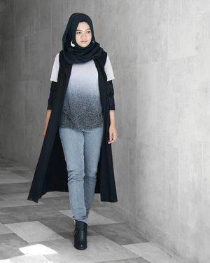Monochrome vibe, again......#ootd#gadzoticastyle #streetstyle #streetoutfit #casualstyle #lookbook #lookbookindonesia #fashion #fashioninfluencer #ootdindonesia #hijaberindo #hijabersurabaya #candid #hijabootd #hijabootdindo #hijabootdindonesia #hijabstyle #hijabstyleindonesia #훈녀 #inspirasihijab #hijabinfluencer #fotd #bblogger #bbloggerid  #beautybloggerid #influencer #beautyinfluencer #photography #clozetter #clozetteid