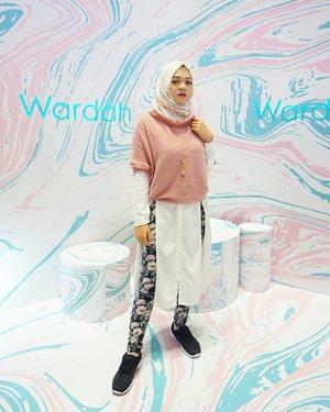 Black to the pink 💞.#ootd #hijab #fashion #lifestyle #fashiongram #gadzoticastyle #edgystyle #edgyfashion #ootdindonesia @ootdindo #ootdindo #hijaberindo #hijaber #photography #hijabootd #hijabootdindo #ootdhijab #fashionblogger #훈녀 #옷스타그램#패션 #데일리룩 #hijabinfluencer @lookbookindonesia #lookbookindonesia #beautybloggerid #fashioninfluencer #clozetter #clozetteid