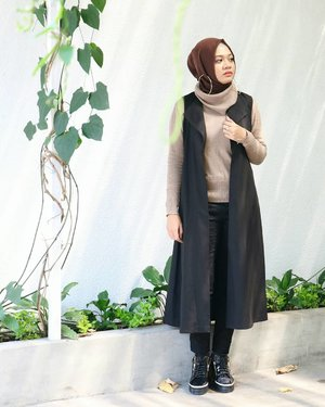 If you fell down yesterday, stand up today .H.G. Wells...#ootd #gadzoticastyle  #edgystyle #edgyfashion #glamfashion #candid #fashion #hijab #ootdindonesia @ootdindo #ootdindo #hijaberindo #hijabersurabaya #candid #photography #hijabootd #hijabootdindo #hijabootdindonesia #hijabstyle  #훈녀 #옷스타그램 #패션 #데일리룩 #hijabinfluencer @lookbookindonesia #lookbookindonesia #bbloggerid  #beautybloggerid #influencer #fashioninfluencer #photography #clozetter #clozetteid