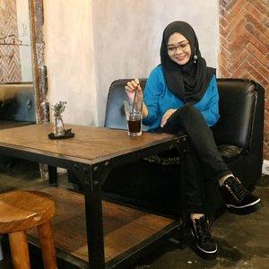 Hide your craziness behind a beautiful smile....#ootd#gadzoticastyle #candid #casualstyle #lifestyle #hangout #positivevibes #fashion #fashioninfluencer #ootdindonesia #hijaberindo #hijabersurabaya #candid #hijabootd #hijabootdindo #hijabootdindonesia #hijabstyle #hijabstyleindonesia #훈녀 #inspirasihijab #hijabinfluencer #fotd #bblogger #bbloggerid  #beautybloggerid #influencer #beautyinfluencer #photography #clozetter #clozetteid