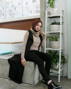 Do what makes your soul shine 🌄...#ootd#gadzoticastyle  #edgystyle #edgyfashion #casualstyle #candid #fashion #hijab #ootdindonesia @ootdindo #ootdindo #hijaberindo #hijabersurabaya #candid #photography #hijabootd #hijabootdindo #hijabootdindonesia #hijabstyle  #훈녀 #옷스타그램#패션 #데일리룩 #hijabinfluencer @lookbookindonesia #lookbookindonesia #bbloggerid  #beautybloggerid #influencer #fashioninfluencer #photography #clozetter #clozetteid