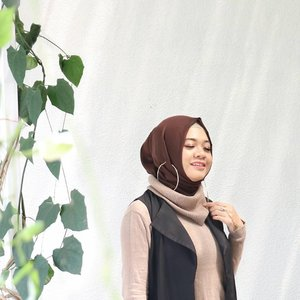 Brighten your mood and light up your life...📷 @vannysariz #ootd #gadzoticastyle  #edgystyle #edgyfashion #glamfashion #candid #fashion #hijab #ootdindonesia @ootdindo #ootdindo #hijaberindo #hijabersurabaya #candid #photography #hijabootd #hijabootdindo #hijabootdindonesia #hijabstyle  #훈녀 #옷스타그램 #패션 #데일리룩 #hijabinfluencer @lookbookindonesia #lookbookindonesia #positivevibes #lifestyle #influencer #fashioninfluencer #photography #clozetter #clozetteid