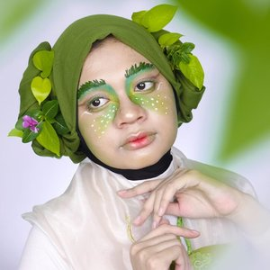 "@beautefemmecommunity presents : ""Fairy Makeup Collab"" kategori 𝓛𝓲𝓰𝓱𝓽 𝓕𝓪𝓲𝓻𝔂  Yuhuu aku bikin makeup art lagi nih~ Kali ini konsepnya peri daun gitu. Biasanya menjelma jadi ulet, kalau di depan ring light balik jadi wujud manusia lagi 🤣. Makeup ini juga nggak kalah ribet karena guntingin dan nempelin daun per helai buat alisnya. Belum lagi styling jilbabnya pakai daun juga. Untungnya nggak ada semut atau uletnya beneran wkwk. Gimana makeup ini menurut kalian?   Collage 1 1. @mgirl83 2. @ayuthiacv 3. @nanasmilala 4. @hincelois_jj  Collage 2 1. @skxkflk96 2. @ceciliatherra  3. @sheput_ 4. @chelle971 5. @el_tannn 6. @leonita_wenny  Collage 3 1. @gadzotica 2. @putridmlly17  3. @putriagustinaa  4. @taniaerika.a  5. @dininoviananew   Collage 4 1. @chatrine_wu 2. @liival22  3. @lintangaglis  4. @devaraersa  5. @putiinilamsari   Collage 5 1. @piiday69  2. @isma_nur_khofiyah  3. @zia.rizqi  4. @nindya.yr 5. @its.silvymeyy   Collage 6 1. @emia.regita  2. @vallerinechristaballe  3. @rayya_bethys  4. @silfani_n  5. @butidly   Collage 7 1. @putritujuh  2. @selvy_putri  3. @clarsabb 4. @mitaanugrahani96  5. @melatipuspitasarii   Cek makeup teman"" aku lainnya yg kategori Dark Fairy Makeup di #beautefemmecollab  Stay tuned for more fun collabs from us! . #beautefemmecommunity #makeup #collabmakeup #makeupcollab #fairymakeup #lightfairy #lightfairymakeup #light #fairy #crazymakeup #fantasymakeup #artmakeup #makeupart #indobeautygram #makeupinspo #beautybloggerid #beautyinfluencerindo #beautyinfluencersby #beauty #clozetteid"