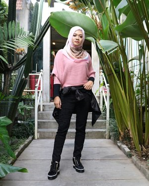 Mood 🌿🌸.#hijab #fashion #lifestyle #gadzoticastyle#edgystyle #edgyfashion #ootdindonesia @ootdindo #ootdindo #hijaberindo #hijaber #photography #hijabootd #hijabootdindo #ootdhijab #fashionblogger #훈녀 #옷스타그램#패션 #데일리룩 #hijabinfluencer @lookbookindonesia #lookbookindonesia #beautybloggerid #fashioninfluencer #clozetter #clozetteid