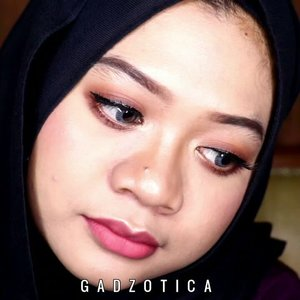 My Go To Makeup Tutorial.DEETS:@lagirlindonesia Pro HD Conceal@milanicosmetics Foundation@purbasari_indonesia @purbasarimakeupid Alas Bedak, Daily Face Powder@f2f.cosmetics Perfect Creamy Eyebrow@beautycreations.cosmetics @beautycreations.indonesia Poreless Face Primer, Tease Me Palette@pixycosmetics Perfect Eyeliner@thebalmid @thebalm_cosmetics In The Balm Of Your Hand Greatest Hits Vol 2@purbasari_indonesiaHi-Matte Lip Cream.Finally, the tutorial of previous FOTD is published. This is my very first makeup tutorial for IG. Hope you enjoy it! 💕__#indobeautygram#indobeautyvlogger #beautybloggerindonesia#sbybeautyblogger #indovidgram#makeupph #beautyvlogger #beautyvloggerindonesia #tipsdandan #beautygram #wakeupandmakeup #makeuptutorial #fakeuproom #videomakeup #1minutemakeup #tutorialmakeup #grwmvideo #discovervideos #makeupartistworldwide #fakeupfix #makeupjunkie#gadzotica #gadzoticavideo #ClozetteID #clozetter #clozette