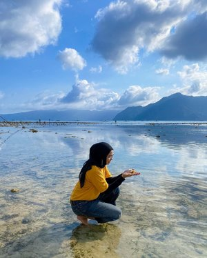 Expectation : wow, nice pic! Reality : kepo megang-megang plus mainin alga hijau, terus alganya dilempar karena ternyata ada hewan misterius yg lari diantara helaiannya 🤣  #travel #bloggerlife #lifestyle #clozetteid