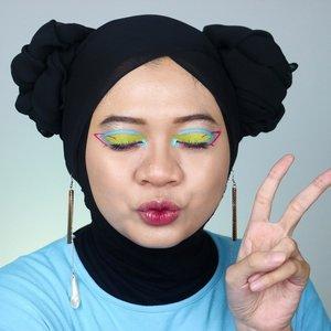 Kemarin waktu aku upload Easter Makeup Look banyak banget yg nanyain aku pake produk apa. Di post ini aku kasih bocoran produk plus detail eye makeupnya. Btw, ada yg sadar nggak kalau aku nggak pakai bulu mata? 😝.Products:@shuuemura Unlimited Foundation 754@justmiss_id Eyebrow Pencil Brown@nyxcosmetics_indonesia Jumbo Eye Pencil Milk@nyxcosmetics Vivid Brights Liner Red@lagirlindonesia Neon Palette@pixycosmetics Line & Shadow Mint@absolutenewyork_id Starry Eyed Milky Way@justmiss_id Flick It Eyeliner Pen@lagirlindonesia Glitter Magic Champagne Fizz + Glitz@maybelline Master Chrome Molten Gold@chicaychico_official One Shot Palette Dazzling Sand...#fotd #beauty #eastermakeup #neonmakeup #fantasymakeup #beautyinfluencer #beautybloggerid #sbybeautyblogger #sbbcollab #sbbmakeupcollab #sbbeastermakeupcollab #indobeautygram  #ragamkecantikan #tampilcantik #inspirasimakeup #hijab #clozetteid
