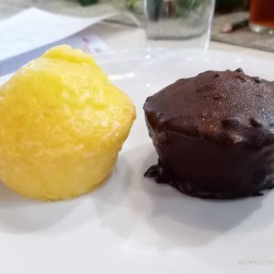 Sukses Menjadi Mom Preneur bersama  @ayahbunda_  @bnilifeid melalui media social, ditemani Chocolate cake and lemon cake yang  super tasty @paris.sorbet Di pagi yang cerah...#SeruBarengBNILife#EazylifeBNILife#ClozetteID