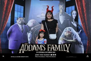 Mother-daughter movie date 👩‍👧🖤❤.#MeetTheAddams #TheAddamsFamilyxCID  #ClozetteID