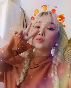 "[Simple ORANGE MAKEUP🍊] 빨. 주! 주황색 오뤤지 뭬이크업 예쁘게 잘되서 사진 한방 오늘은 한서방 생일이에요😊 #응안물 #쏴리 - Lovely ""orange makeup"" Makeup Uljjang"" who wants tutorial??😉🧡🧡🧡🧡🧡🧡🧡🍊 - #evenyousayno #iwillpost #😜"