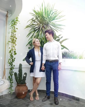 "✨Inspiration! [Naivy and white smart casual couple look]👫This is similar look we match the colors naivy and white but Han seo bang match on below, pants, me on top, Jacket. You can do match the ootd with your love 😁 Who wants to match the color like us? Try share your couple friends🦄😉------You can check SOHAN EXPLORE the cafe @sudoettjerita In YouTube ""sohan channel"" or @sohan_design IGTV! 💑-------시밀러룩으로 커플룩을 맞춰봤어용 네이비랑 흰색을 이용해서 한서방은 바지에 포인트 저는 윗도리 자켓에 포인트를 줘봤어요ㅎ괜찮은가요?😘#시밀러룩👭 #커플시밀러"