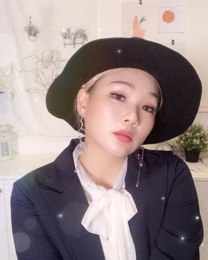 Hello Ladies and Gentlemen!👯‍♂️ I am trying to do cover makeup of @chungha_official look on her instagram!💁🏼‍♀️ - I know it's not same but i tried my best to make feeling like her! Personally i love this formal look with floppy hat!💜💜 - Let me post cover makeup video as soon as possible hoho  By the way how do you think is it similar with Chung ha?😏 - #clozetteid #chungha