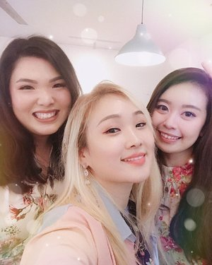 "🌟Let me introduce my Bloggers friends!❤️🦄 I am so happy to meet this all nice friends in @bloggirls.id  And it's already one year! Happy Anniversary😊 Lastly one quote i want to share ""Lucky are those who find true loyal friends in fake world."" #friendshipquotes #friendsquotes - 제 친구들을 소개합니다~ 같이 블로거 하는 친구들인데 다들 개성넘치고 열정넘치고 가식없는? 친구들이에요 이렇게 지내고 있다구요 ㅎ 😊😂"