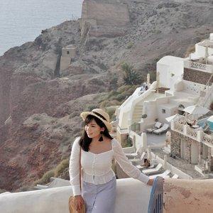 Sunny day! 🌞 @heavenlyblushyogurt #heavenlyblushgreeksecret #greeksecretadventure . . . #greece #visitgreece #clozetteid #amazing @lookbookindonesia @styled.ootd #charisceleb #bloggermafia #clozetteid #styleblogger #ootd #lookbookindonesia #stylehaul #ootdasian #styleootd #stylenanda #styleicon #lookbooks #whatiwore #tampilcantik #styleasia @sonyforher #sonyforher #sonya7 #sonya7ii  #ootdindo #sonyalphaclubs dfashion #fashioninspiration #bloggermafia #iggers #sonyalphaclub #siapasihlo #stylenanda #styledootd