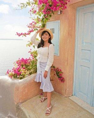 Kayaknya gak cukup cuman sehari jalan jalan di daerah oia, tiap beberapa meter selalu aja nemu spot foto yang sayang kalau dilewati begitu aja. 😅 . . . @heavenlyblushyogurt #heavenlyblushgreeksecret #greeksecretadventure #greece #visitgreece #clozetteid @lookbookindonesia @styled.ootd #charisceleb #bloggermafia #ootd #lookbookindonesia #ootdasian #styleootd #whatiwore #tampilcantik #styleasia @sonyforher #sonyforher #sonya6000 #greecepix #ootdindo #fashionngreece #fashioninspiration #styledootd #gogirlid