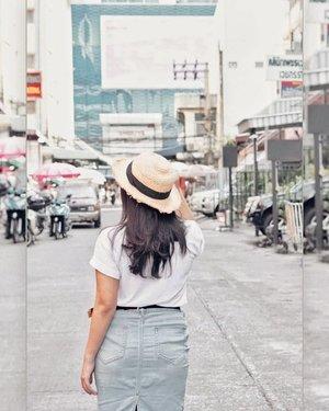 Sesaat sebelum kaki kaki lek lok. 🙃 . . @lookbookindonesia @styled.ootd #charisceleb #bloggermafia #clozetteid #styleblogger #ootd #lookbookindonesia #stylehaul #ootdasian #styleootd #stylenanda #styleicon #lookbooks #whatiwore #styleasia @sonyforher #sonyforher #sonya7 #sonya7ii  #ootdindo #ootdfashion #fashioninspiration #bloggermafia #iggers #sonyalphaclub #stylenanda #styledootd #triptobangkok #bangkok #visitbangkok