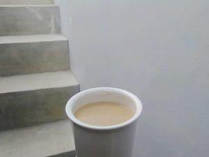 Siang-siang ngantuk, ngopi yuk? Nyeduh sendiri di rumah aja jangan beli biar gak mahal 😁..#clozetteid #coffee