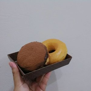 Sarapan dihari rabu terakhir dibulan september..#clozetteid #breakfast #donuts #glazzy #chocolate #wednesday #september #2019 #morning #blogger #mantrianarani