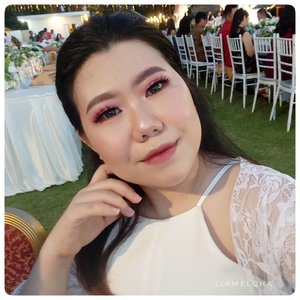 Wedding party makeup. 🍀 Foundation pake @makeoverid Powerstay Weightless Liquid Foundation + sedikit sapuan Powder Foundationnya. Reviewnya di #JourneyAboutMakeup #liamelqhadotcom , linknya di Bio. *fokuskemakeup *jangankebackgroundkursi 🍀  #boldmakeup #monolidmakeup #redsmokeyeeyes #weddingparty #LIAMELQHAMOTD #beautiesquad #ClozetteID #KBBVmember #beautyaddict #makeupaddict #wakeupandmakeup @wakeupandmakeup #planoly