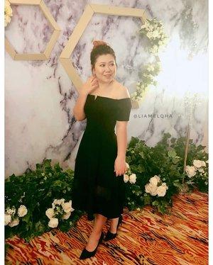 Another #LiamelqhaOOTD for my cousin #weddingdinner #guestdress . Biar punya foto pas agak langsingan 😂. 📷: @macy_see_toh  #ClozetteID #makeupenthusiast #beautyenthusiast