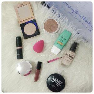 #ramadhanproduktif kali ini adalah beberes dan memilah-milah produk mana yang menjadi go-to-product yang lebih baik ditaro di meja makeup paling atas. Supaya lebih rapi, cepet dan nggak perlu buka-buka laci lagi. Ada yang produknya samaan? Ini Day's go-to-makeup product ya. 😊⠀⠀⠀⠀⠀⠀⠀⠀⠀ 🌸⠀⠀⠀⠀⠀⠀⠀⠀⠀ #BSxFanbo @beautiesquad @fanbocosmetics #Beautiesquad #BSxFanbo #FanboMakeupSponge #makeoverpowerstay #ClozetteID #makeuptools #makeupenthusiast #beautyenthusiast #KumpulanEmakBlogger  #IndonesiaFemaleBlogger #SociollaBloggerNetwork  #KBBVmember #batambeautyblogger #indonesiabeautyblogger #beautybloggerindonesia #setterspace #beautyaddict #makeupaddict