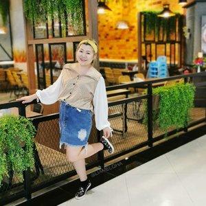 #liamelqhaootd lagi nih. Cem anak SMA ga? 🤭  #clozetteid @clozetteid #oleoplussizefashion #beautiesquad #jakartabeautyblogger #ootdindo  #ootdfashion #ootdweekend #liamelqhaootd #ootdfashion #ootdindokece @ootdindokece  #BloggerPerempuan #IndonesiaFemaleBlogger #indonesiabeautyblogger  #oleoplussize