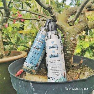 Love Beauty and Planet Coconut Water and Mimosa Flower Aroma Shampoo and Conditioner (Volume and Bounty). #SOCOBOX dari @beautyjournal@sociolla @lovebeautyandplanet_id Shampoo dan Conditioner ini memiliki aroma kelapa dengan sedikit hint citrus. Kemasan 200ml ini nggak gampang tumpah dan sticker plastiknya ada embosnya. ini cocok di rambutku yang sudah dibleach. Nggak bikin rambut makin kering.Shampoonya di aku termasuk lumayan banyak busanya dan conditionernya bisa melembabkan dan melembutkan rambutku. Padahal sebelumnya aku harus menggunakan masker rambut. Yang bikin makin cinta, kombinasi kedua shampoo dan conditioner ini nggak bikin rambut lepek. Sesuai dengan fungsinya 'Volume and Bounty', meskipun rambutku masih basah habis keramas, rambutku nggak lepek. Pas udah keringpun tetap bervolume.Produk #lovebeautyandplanet ini:- YES VEGAN- YES This Bottle is Made from 100% Recycled Materials- YES 95% Biodegradable Formula- YES Natural Coconut Water- YES Ethically Sourced Rose- YES Organic Coconut Oil- YES with Plant Based Ingredients*- YES Not Tested on Animals- NO added Siliocnes- NO Added Parabens- NO Added Dyes- NO Guilt*cleansersCerita tentang 2 foot terakhir cek stories/highlight #socoboxxlbp 😘#SociollaBlogger #sociollabloggernetwork  #ClozetteID #hairproducts #bleachedhair #veganshampoo
