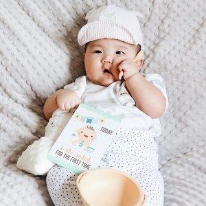 It's breakfast time, Mama!! Please give me food not milk 🤤Hari ini hari ketiga Mikkel Mpasi ��.....#babymikkel #sixmonthsold #clozetteid #babyboy #mpasi6bulan