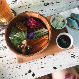 Tuna Poke Bowl for lunch earlier 😋😋.......#lunch #pokebowl #foodgasm #foodie #yummy #clozetteid #lifestyleblogger #fashion #blogger #fashionblogger #wiwt #potd #vscocam #eosm10 #lovelife #instagood #streetstyle #potd #eosmdiaries #ggrep #ggrepstyle