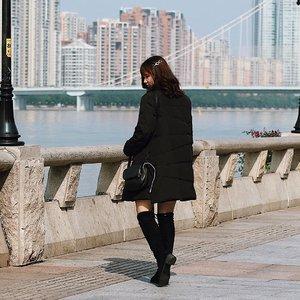 Cold weather and strong wind won't stop us ❄️ #travelwithjssica #explorechina #exploreguangzhou . . . . . #clozetteid #ootd #ootdindo #lookbook #lookbookindonesia #lifestyleblogger #fashion #blogger #fashionblogger #wiwt #potd #vscocam #eosm10 #lovelife #instagood #streetstyle #potd #eosmdiaries #ggrep #ggrepstyle #cgstreetstyle #streetfashion #setterspace