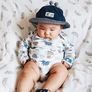 Seru benerrr liatin betis ubi 😂#babymikkel ...#clozetteid #babyfashion #mybaby #babyboy #happiness #baby #sixmonthsold