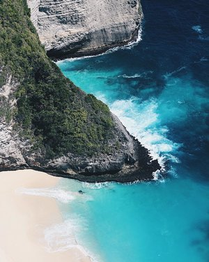 Last but not least, another heaven on earth 😭😭💙 . . �Pulau Kelingking, Nusa Penida . . #clozetteid #LYKEambassador #holidays #beach #explorebali #balibible #nusapenida #brokenbeach #beach #instagood #lovelife #blogger #pantai #baliholiday #baliadvisor #balibeach #balinesia #ggrep #ggrepstyle #infiatravel #thebaliguru #throwback