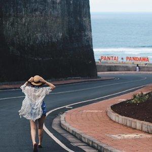 Follow me 💙 . . . #clozetteid #LYKEambassador #holidays #beach #explorebali #balibible #pandawa #instagood #lovelife #blogger #pantai #baliholiday #baliadvisor #balibeach #balinesia