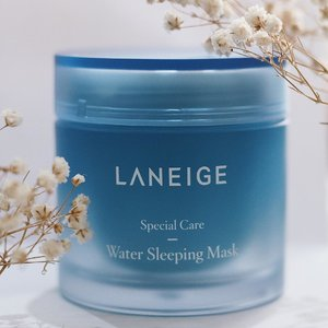 Udah telat banget sama ke-hype-an Water Sleeping Mask dari @laneigeid ini! Totally love this mask, moist and soothing skin every day 💙 Review is already up on my blog, link on bio 😘 . . . . #laneige #watersleepingmask #laneigeid #skincare #skincarejunkie #blogger #beauty #mask #laneigewatersleepingmask #clozetteid