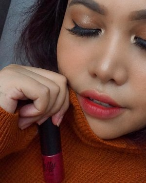 Back again with racun kekoreaan!😆 Lately sukak bgt sama ombre lips using any nude lippie and @ottie_indonesia x @marcelinecarlos Jelly Pop yang Rose Burgundy😍Suka banget karna instantly make your face look fresh💋 .Lashes by: @thewlashesofficial whisper.#ottieindonesia #jellypop #ombrelips #clozetteid