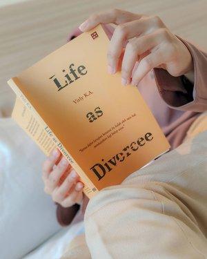 Baru nyadar belum pernah motret bukuku properly.---#clozetteid #LifeAsDivorcee