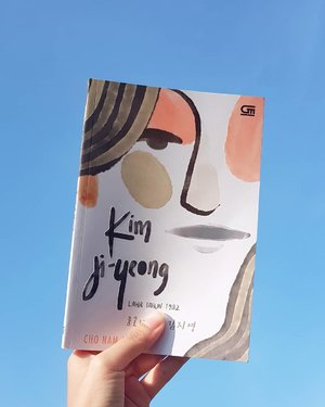 🏷Kim Ji-Yeong Born 1982🏷Bacanya kesel. Lalu merasa relate. Lalu kesel lagi. Baca ini karena filmnya. Surprise! Filmnya lebih bagus dibanding bukunya. Mungkin karena saya baca versi terjemahan. Eh, saya baca seri Twilight juga terjemahan ding, tetepan bagus buku dibanding film.Malas mengakui, tapi saya berderai air mata nonton filmnya. Cemen sekali memang.Bukunya lebih logis. Dan nggak terkesan Kim Ji-Yeong sentris. Lebih universal. Like, kita semua pernah ada di posisi itu.Wtf memang masyarakat patriarki.#clozetteid #instaread #BookishTalks #instalit #bookstagram #kimjiyeongborn1982