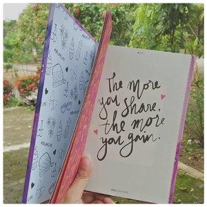 Speaking of love, di #JurnalSaya ada artikel baru tentang love-hate relationship ibu-anak.  Nulisnya dapet inspirasi dari film @susahsinyalmovie  Linknya di bio, kalau pengen baca.  Kiss kiss.  #motherdaughter #clozetteid #mommalife #motherhood #teamdivorcee #88lovelife #sundayisfine #liveoutloud #femalebloggersid #bloggersemarang #ggrep