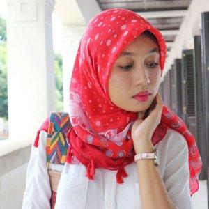 Mari kita merdeka hari ini.Flawless face is good.Yet having flaws in your face doesn't mean you're bad.Plis lah, udah 73 taun Indonesia merdeka. Masa standar cantik masih masih harus seragam aja?.💄: @makeoverid📷 : @depruttt 🎥 : @iscreativeworks .#creatorslife #HUTRI73 #merahputih #bloggersemarang #clozetteid #IndonesianBeautyBlogger