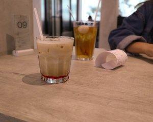Bucket list checked! ⠀⠀⠀⠀⠀⠀⠀⠀⠀✔️Ngemil kembang mawar.⠀⠀⠀⠀⠀⠀⠀⠀⠀⠀⠀⠀⠀⠀⠀⠀⠀⠀Iya, salah satu menu kopinya @coffeeatterra ada yang pake sirup mawar dan di dalamnya ada helaian kembangnya. Lucu sih, tapi sebenernya rasa mawarnya kurang kuat.⠀⠀⠀⠀⠀⠀⠀⠀⠀⠀⠀⠀⠀⠀⠀⠀⠀⠀Jadi penasaran, hal teraneh apa yang pernah kalian cemil?⠀⠀⠀⠀⠀⠀⠀⠀⠀⠀⠀⠀⠀⠀⠀⠀⠀⠀#NgopiBarengVirly @bukantelordadar #coffeeaddict #kopisemarang #clozetteid