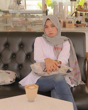 Muka merajuk minta diajakin liburan.Captured by @iam_mbombi as ever.#sundayvibes #SemarangLife #clozetteid #contentcreatorlife