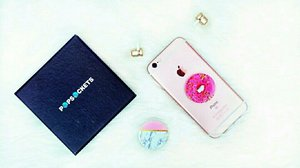 say goodbye to unorganized earbud, u can wrap ur earbud cord on ur popsocket ♬♬ thank youu for this cute doughnuts & marble popsocket @popsocketsindo 🌼🌼🌼 and whenever u need a grip, a stand, or just something to play with, this is the perfect accessory for ur phone 📱u can get the original one only at @popsocketsindo 🤗 grab yours and get FREE SHIPPING promo 🙌🏻