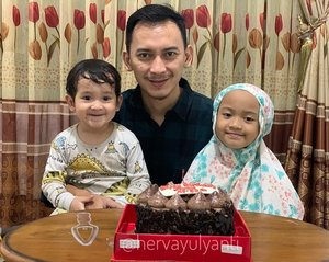 Thank you for making me sane during these quarantine days. We're making a great team! ♥️Hepi besday Ayah & Rayi 🥰#happybirthday #clozetteid #fams