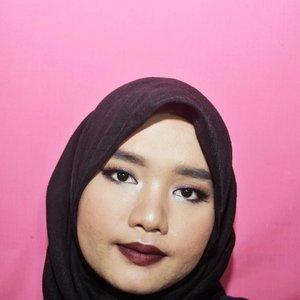 Ready for satnite? Aku sih engga.  On the lips: @makeoverid Ultra Hi-Matte Lipstick shade 015 Fame Fatale my favvvvv💕💕 #Clozetteid #indobeautygram #makeuplook #motd #makeupbyutiazka #glam