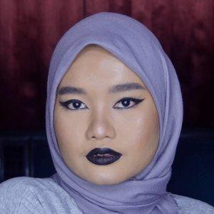 When I kiss my soul💀. Details:@wardahbeauty EyeXpert Staylast Gel Liner@makeoverid Ultra Hi-Matte Lipstick - Outrageous#clozetteid #motd #makeupoftheday #makeupbyutiazka #bunnyneedsmakeup #makeuplook #makeupcommunity #beautycommunity #SociollaBloggerNetwork #setterspace