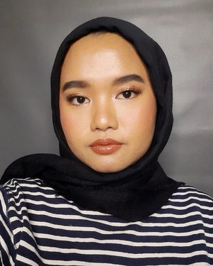 Lah udah Jumat lagi aja meeeen :(..#makeupbyutiazka #clozetteid #makeupcommunity