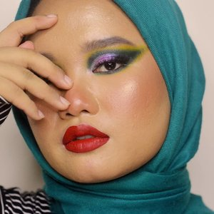 Joker, but make it glam 🤡💋..#makeupbyutiazka #clozetteid #colorfulmakeup #makeupcommunity #jakartabeautyblogger #indobeautyblogger #indobeautygram #socobeautynetwork #startwithsbn #crueltyfreebeauty